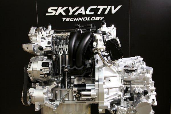 次世代エンジン「スカイアクティブ」