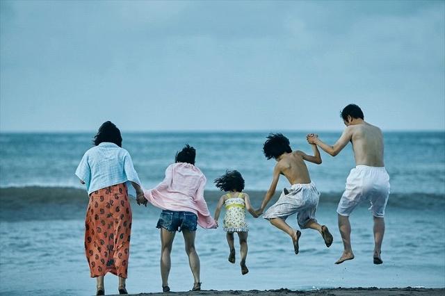「万引き家族」初枝の死と家族の秘密