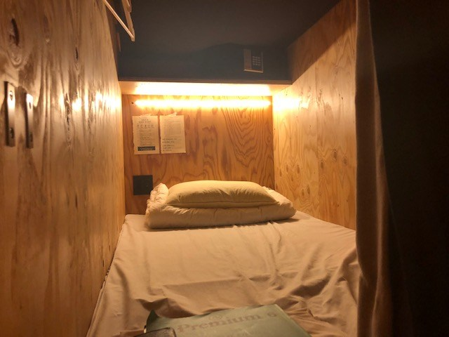 泊まれる本屋のベッドスペース